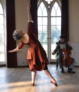 Susie Crow and Jonathan Rees in Two old instruments - photo by Dulcy Lott